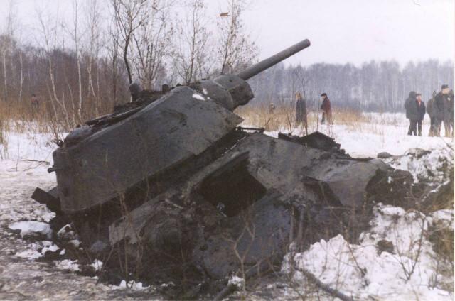 Раскопки огнеметного танка Второй мировой
